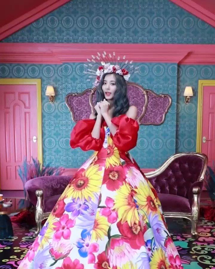 tzuyu gown 1