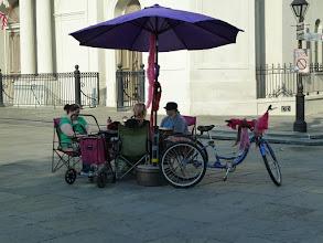 Photo: Les fameuses diseuses de bonne aventure devant la cathédrale