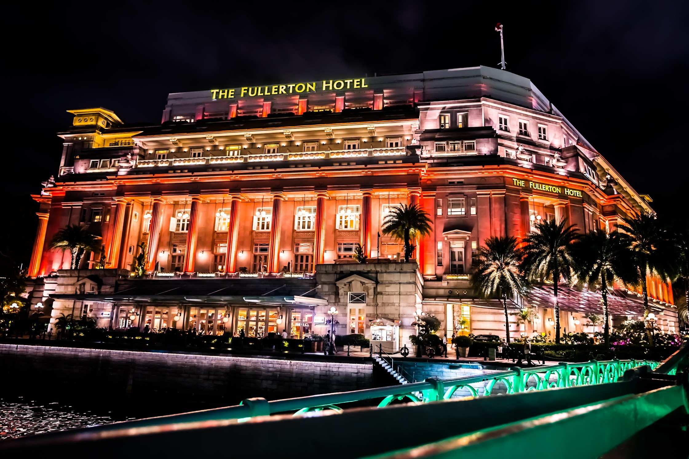 Fullerton Hotel Singapore evening2