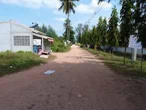 Photo: Ko Jum - biggest village/Baan Ko Jum with big school, 3 groceries, 4 or more restaurants (around 40B/dish), travel agencies, pier and some other services