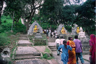 Photo: Kathmandu, Am Begin des Aufstiegs zum Affentempel : Swayambunath