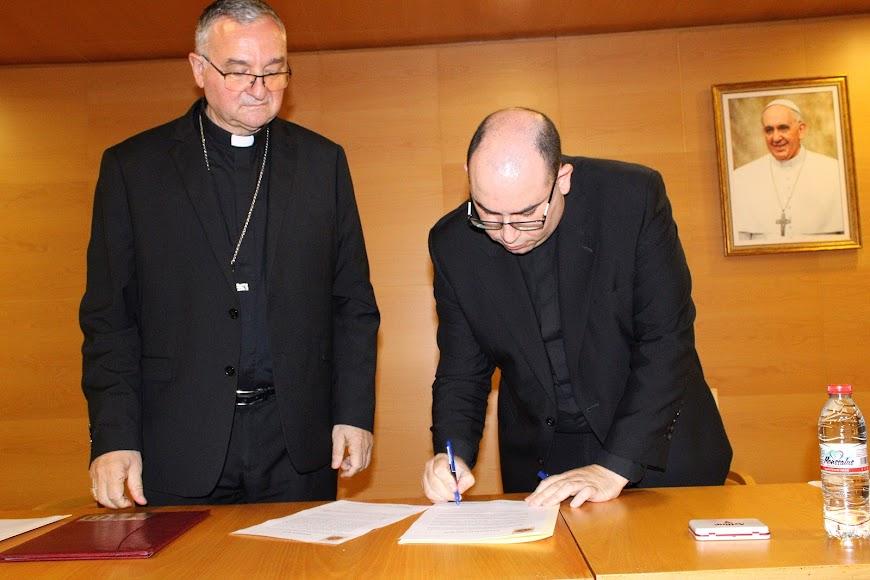 Firma del canciller secretario general de su nombramiento.