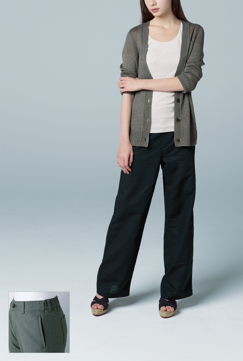 Photo: Pants that add coolness to summer and warmth to winter! 'Linen Cotton Relaxed Pants' are one of Uniqlo's classic trousers with enhanced appeal on the material used. Its smoothness, light-weight, gentle-to-skin texture, high absorbency and evaporation functions make linen a luxurious material for all seasons. In addition to the elastic used at the back half of the waist that promotes absolute comfort, the pair of pants is designed with feminine elegance and dressy style for both relaxed and more formal occasions.  Flaunt your femininity with our ultra classy and comfy 'Linen Cotton Relaxed Pants'.
