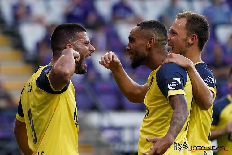 Inspiratieloos Anderlecht verliest Brusselse derby na doelpunten met hele grote strik rond