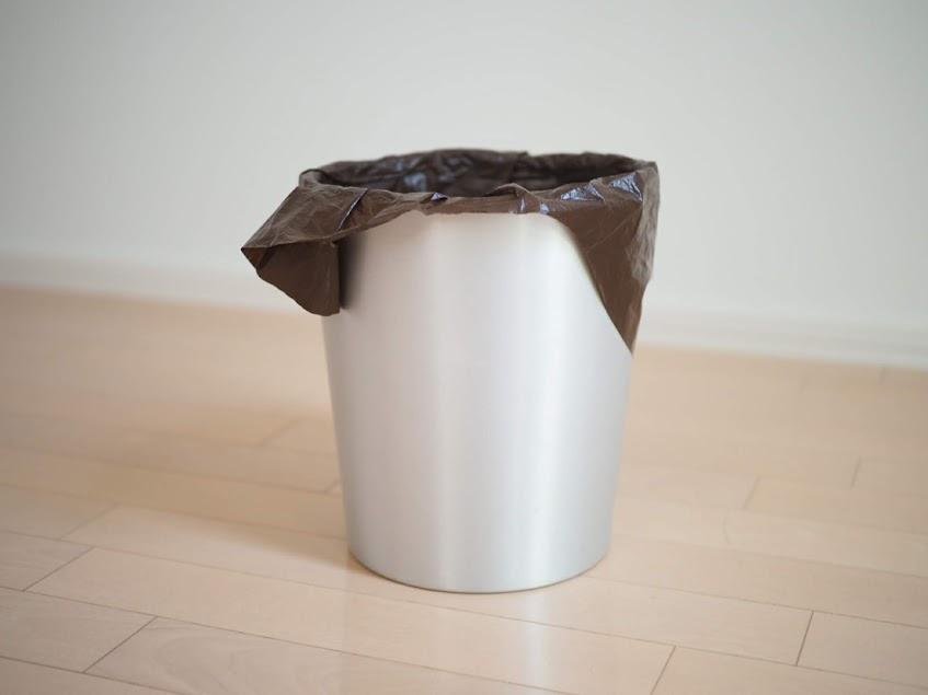 無印のアルミ製ゴミ箱