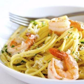 Pasta With Prawns In Garlic-Cream Sauce