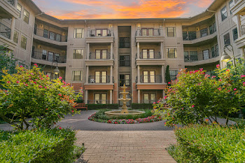 Go to Laguna Vista Apartments website