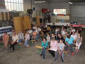 Photo: Assemblée attentive au discours du président.