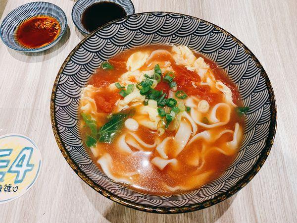 餃子樂信義店 來這必點一碗番茄蛋花湯麵
