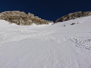 Photo: Troppo ripida l'uscita sulla stretta per gli sci e decidiamo di  uscire a sinistra