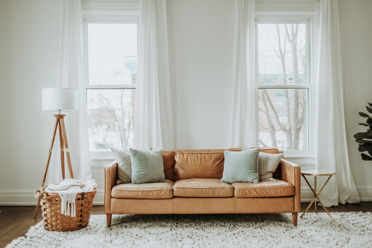 Piese de mobilier esentiale pentru o amenajare cu buget restrans: idei care sa te inspire
