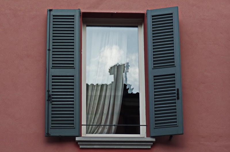il cielo si specchia in una finestra di jovi55