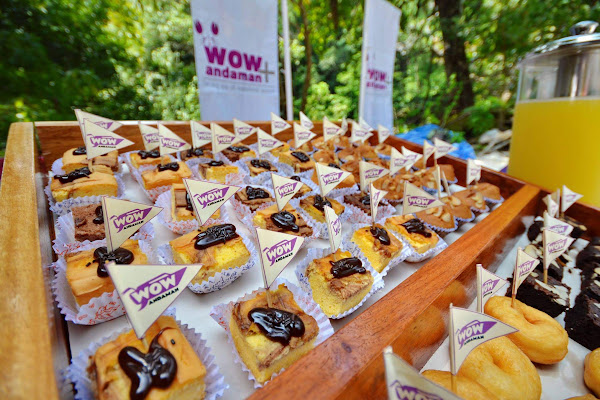 Regain energy with some sweets for the next snorkel adventure