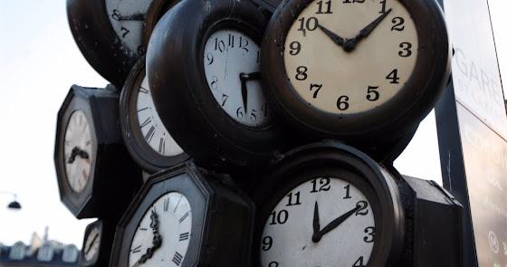 Esta noche cambia la hora: ¿se adelantan o se atrasan los relojes?