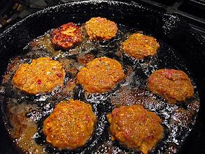 Photo: pan-frying spicy beef patties