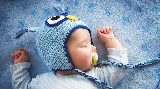 Mẹ phải làm sao khi trẻ sơ sinh ngủ ít, ngủ hay vặn mình
