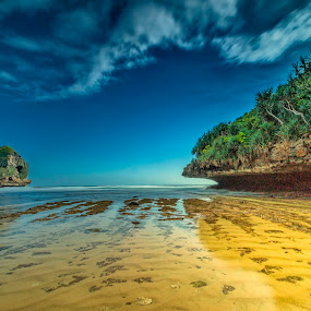 Small and Big by Rizki Mahendra - Landscapes Beaches