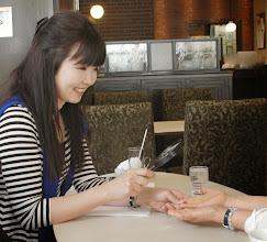 Photo: 日本一の手相鑑定士『眞輝氏』に師事した手相鑑定は、多くの顧客を抱える人気サービスです。