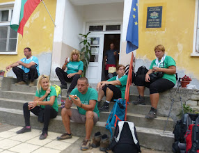 Photo: 9.Почивка пред кметството в Ср.Градище