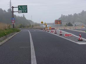 Photo: 常磐インター広野ICです。高速道路の表示では「自然災害のための通行止め」、ここでは原発事故のための「警戒区域」でこれ以上行けないことが表示されています。