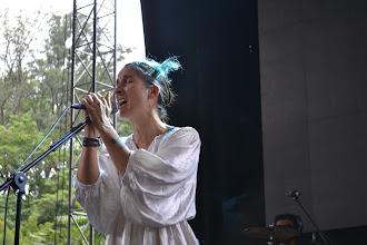 Photo: Andrea Echeverri probando sonido