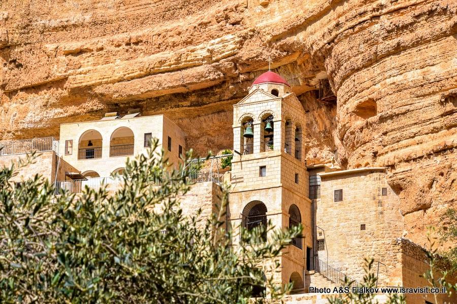Колокольня монастыря св. Георгия Хозевита в Вади Кельт. Израиль.