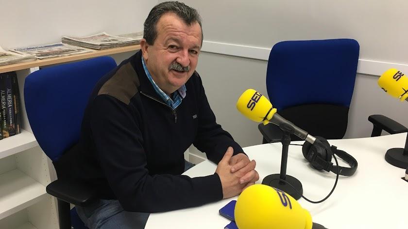 El alcalde pulpileño Juan Pedro García en los estudios de SER Levante.