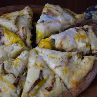 Cheesy Mashed Cauliflower Roasted Leek Pizza
