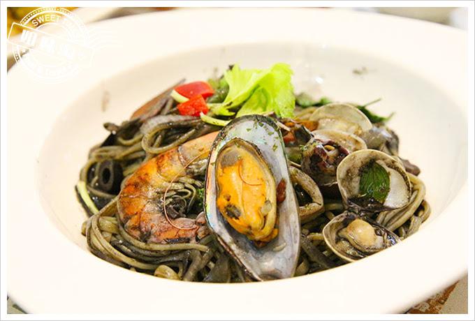 有夠義式青醬廚房白酒墨汁綜合海鮮義大利麵2