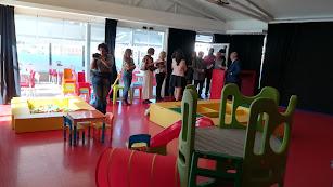 Interior de la sala cultural e infantil