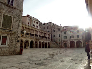 Photo: We walked around the old town in the morning and stopped at the old town square with the town hall to the left.