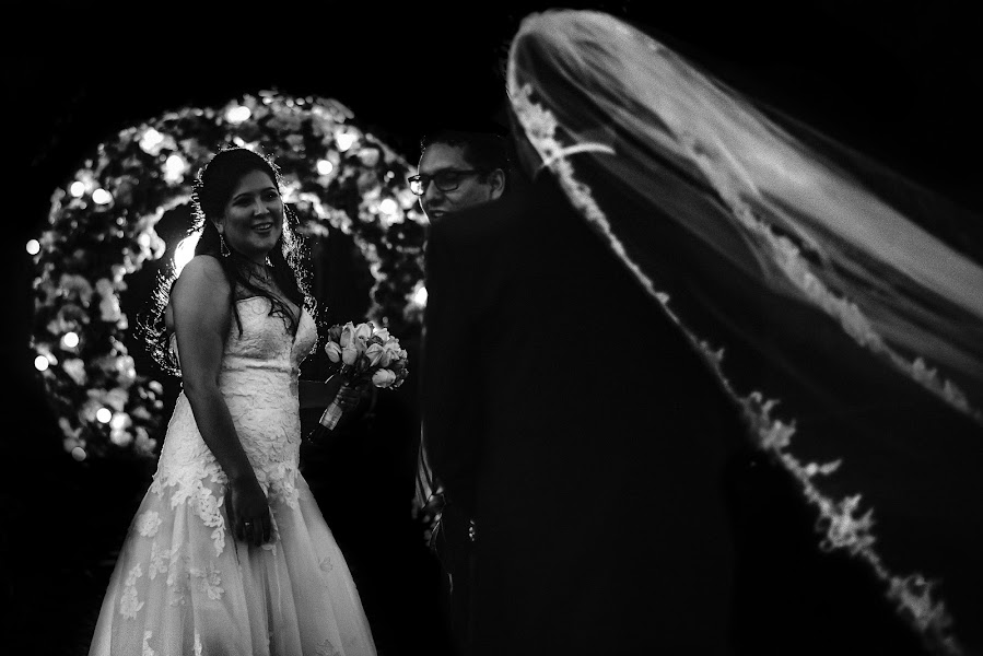 Wedding photographer Valery Garnica (focusmilebodas2). Photo of 27.10.2019