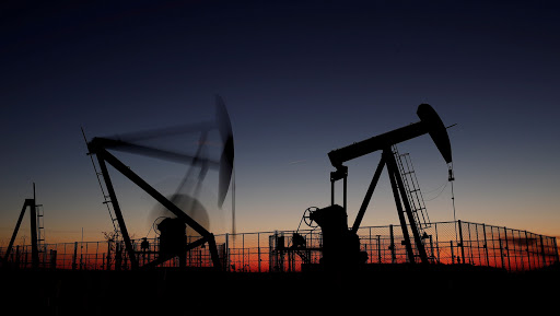 Oil rises after bigger-than-expected decline in US stocks