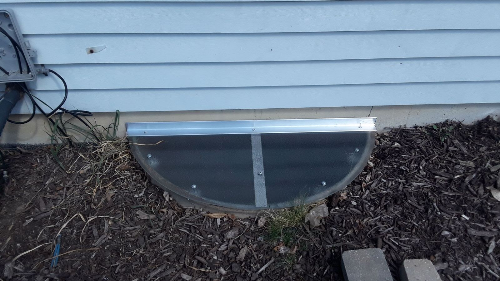 Palos Park, IL-HandyManny Custom Window Well Covers