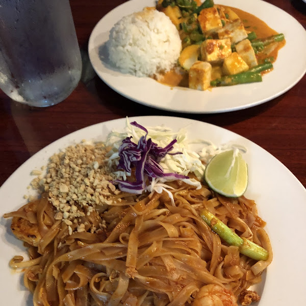 Pad Thai and pineapple curry