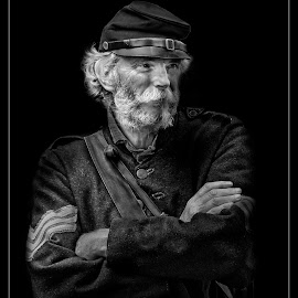 20th Maine Re enactor by Rich Reynolds - Black & White Portraits & People ( northern, black and white, union, civil war, male, sargent, war,  )
