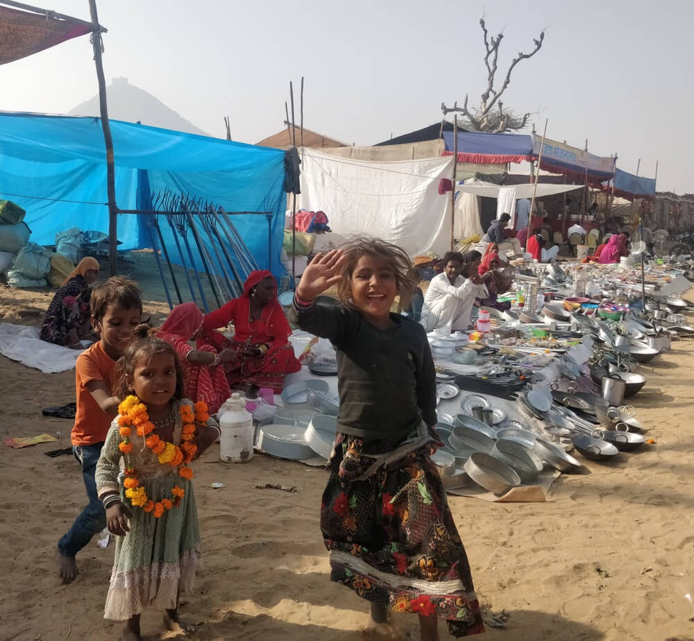 children+playing+around+pushkar+mela+rajasthan