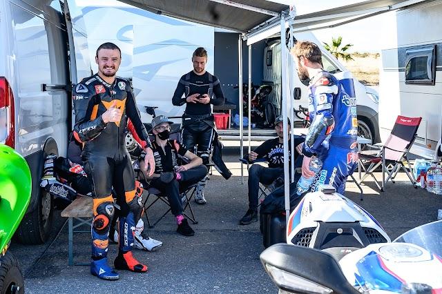 El australiano Miller disfrutando del buen tiempo en Almería