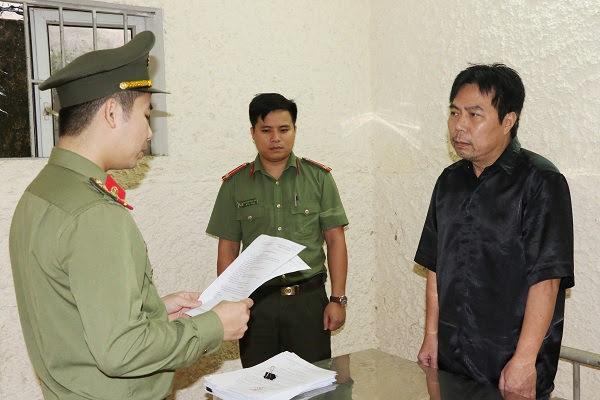 Tống đạt quết định khởi tố bị can đối với Nguyễn Minh Cầm.