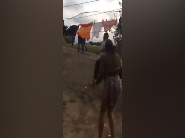 KYK | Man geskiet as teenstanders in Durban in Newlands East bots - TimesLIVE