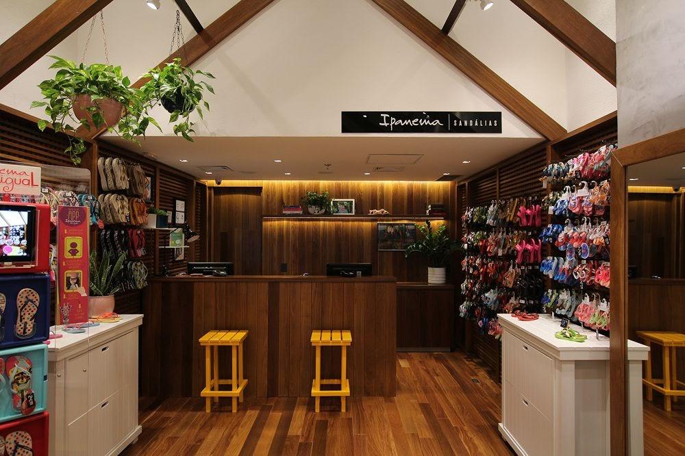 Thiết kế shop giày dép - Thiết kế cửa hàng giày dép 4