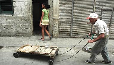 Photo: old man on the street, havana. Tracey Eaton photo