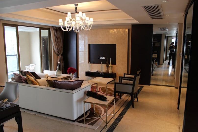 Salon z podwieszanym sufitem
