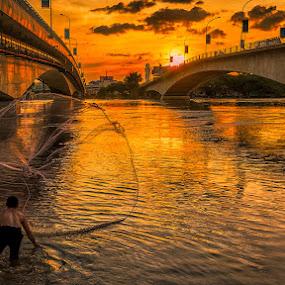 Sunset cast by Liquid Lens - People Street & Candids