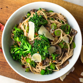 Gluten-Free Spaghetti With Baby Broccoli, Mushrooms and Walnuts