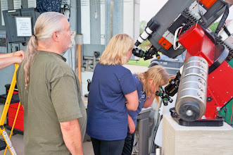 Photo: Multiple telescopes on one mount mean more than one person can view Jupiter at the same time.