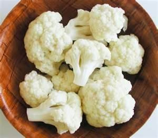 Wash cauliflower and break into florets. Peel carrot and chop into medium size pieces....