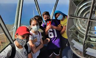 Los niños vuelven a visitar el faro de Mesa Roldán