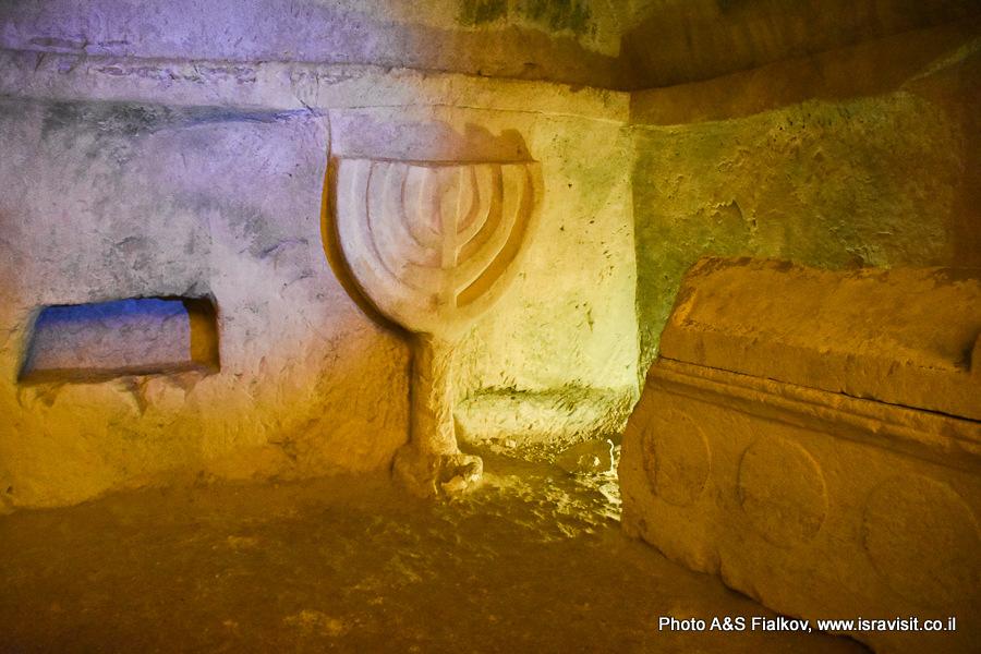 Древняя минора в пещере саркофагов. Горы Кармель. Национальный парк Бейт Шеарим. Экскурсия гида по Израилю Светланы Фиалковой.