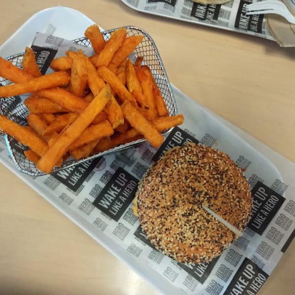 Très très bon! Ça fait du bien un bon hamburgers avec du pain!